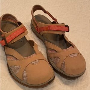 MERRELL Siren Tan Closed Toe Hiking Sandals 9